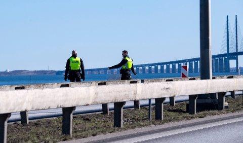 Öresundsbroen mellom Sverige og Danmark. I Sverige er det registrert over 29.000 smittede, mens Danmark har litt under 10.800.