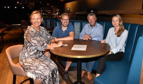 HØSTSATSING: Anne Karin Bjørvik (fra venstre), Eskild Løkken, John Tømte og Hanne Slettjord Tømte rundt et av bordene på Central Scene.