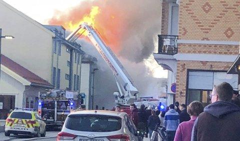 STORBRANN: Torsdag kveld 3. mai 2018 brøt det ut brann i Storgata 174. Den utviklet seg raskt til en storbrann hvor nærmere 100 mannskaper fra brannvesen, politi og ambulanse jobbet på spreng. – Vi fikk organisert mannskapene på en god måte, og klarte å begrense skadeomfanget betraktelig, sier Hovinbøle.