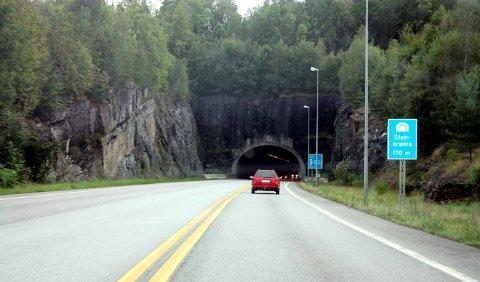 BLE TATT HER: Ved Steinbrekkatunnelen.