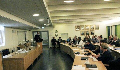 Informerte: Torsdagens kommunestyremøte startet med en redegjørelse fra politimester Steven Hasseldal om politireformen.