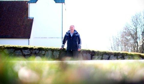 ÅPNER KIRKEDØRENE: Kristi himmelfartsdag er sogneprest Svein Olav Nicolaisen klar for sin første gudstjeneste for menigheten siden kirken ble koronastengt.
