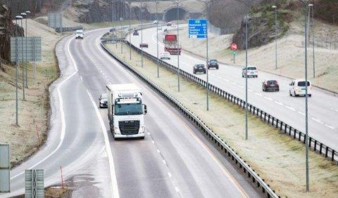 Besparelse: Det er penger å spare dersom man legger deler av bilferieturen utenom hovedveiene.