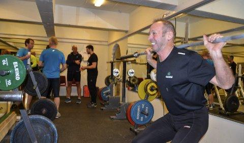 TAR tak: Jan Birger Solheim innrømmer at det er lett å lure seg unna styrketreningen når man er syklist. Men nå er 63-åringen rede til å ta tak. Foto: Trond Isaksen