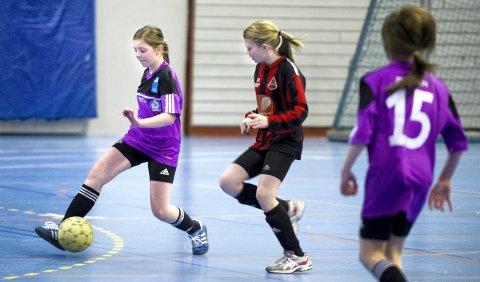I 2012 ble Randulf Alteren minnecup spilt inne i Ranahallen. Her fra finalen mellom Mo/Utskarpen (1998) og Åga IL, hvor Åga IL vant. Mo/Utskarpens lilla drakter var for øvrige nye for anledningen, og jentene hadde selv valgt ut fargen.