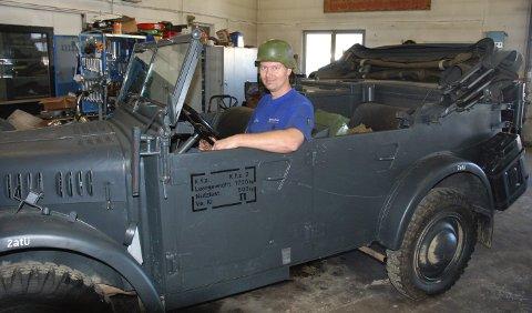 """Filmbilen: Morten Grorud sitter her i en av bilene som ble benyttet i filmen """"Grensen"""". 12. august 2011"""