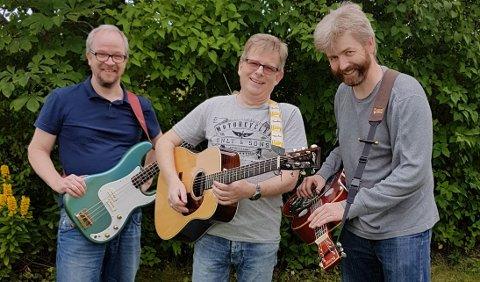 Per Jensen, Roar Karlsrud og Lars Jensen spiller på Søndre torg lørdag.