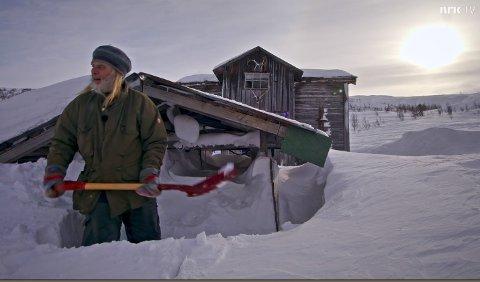 """I søndagens episode av  """"Der ingen skulle tru """" følger NRK-teamet  Nils Leidal som holder til på Prestroi i Tinn. (alle foto NRK/ lastet ned fra programmet)"""