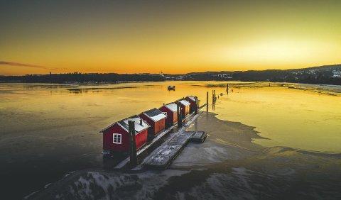 Vinner uke 12 og måndens vinner: Fantastisk lys over lensene i Fetsund. Foto: Mike Hillingseter.