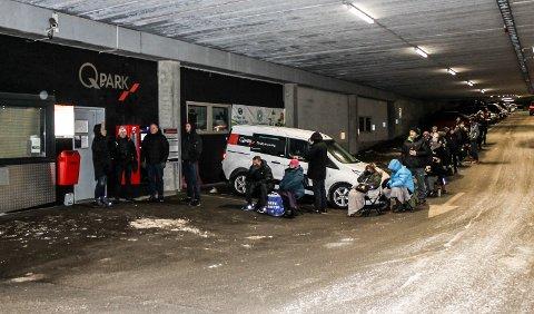 SLUTT: Selv om denne køen ikke blir noe av, vil prisene for pendlerparkeringen øke.