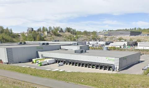 BYGGER OM INNVENDIG: Det nye lageret bygges i lokalene der Bring Warehouse ligger i dag, i grustaket på Berger ved E6.