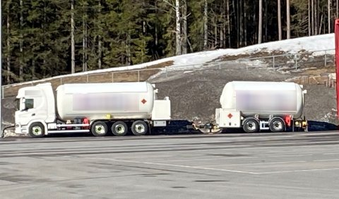 LØS HENGER: Denne lastebilen fraktet 18 tonn propan på en henger med løst tilhengerfeste.