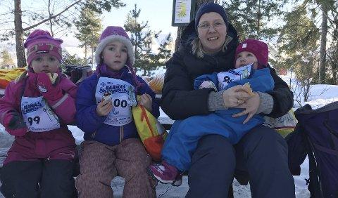 RAST: Familien Kristiansen med Ida (5), Anette (8), Beate (3) koste seg på Barnas Holmenkolldag.