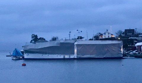 DEKKSKIFT: Promhavn slipp på Nærsnes har fått det ærefulle oppdraget med dekkskift og vedlikehold av Trygve Hegnars motoryacht.