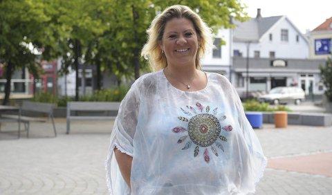 TRIVES I BYEN: – Det skjer mye her i Sandefjord. Kulturen blomstrer, ikke bare om sommeren, men faktisk hele året. Det bør flere være klar over og benytte seg av, mener Cathrine Andersen.FOTO: PER LANGEVEI
