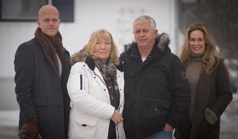 ØKONOMISK KNIPE: Andebu-paret Arne og Mariella Rove (i midten) har fått økonomisk rådgivning av Hallgeir Kvadsheim og Cecilie Lynum i Luksusfellen.