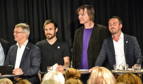 Ole T. Hoelseth (nr. to fra venstre) lykkes ikke i å ta Liberalistene inn i kommunestyret, men tror fortsatt det er mulig. Her han under valgdebatten i Sandefjord bibliotek. Fra venstre står også Bror-Lennart Mentzoni (KrF), Sondre Johan Wikran Larsen (Rødt) og Thore Sebastian Nielsen (SV).