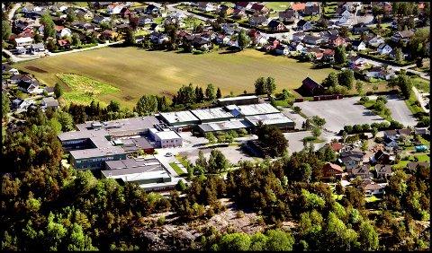 GREÅKER VIDEREGÅENDE SKOLE: Meningen er at friidrettshallen skulle bygges ved Greåker videregående skole.