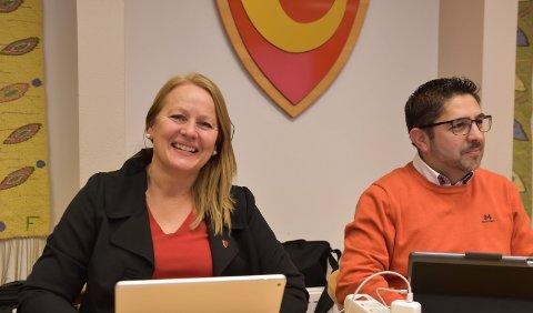 LITT I TVIL: Turi Ann Melvold og Andres Lopez valgte å stemme for Revehiet som navn på den nye barnehagen.