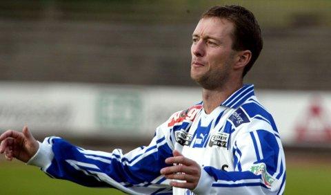 PROFIL: Midtbanespilleren Lenar Berby var en profil i lokalfotballen i mange år, både i moderklubben Tune og SFK. Dette bildet er fra en kamp i 2002 da han var kaptein i SFK.