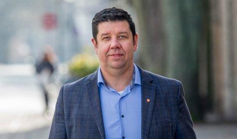 Ole Sverre Strand  er direktør for virksomhetsstyring og økonomi Fredrikstad kommune og risikerer å få en stor faktura for erstatning i en sak hvor de selv er skadelidende som kunde.