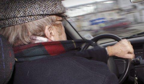 Ap og Sp vil fjerne kravet om helseattest for eldre. Torsdag blir de nedstemt på Stortinget.