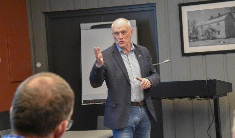 Per Egil Pedersen følger med på prisøkningen på byggevarer.
