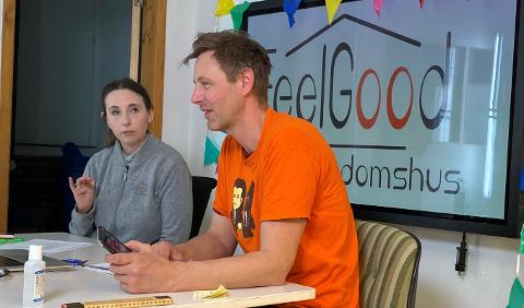 Trine Røyrhus Ottosen og Marius Vervik underholder ungdom via Instagram.
