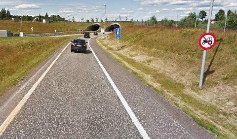 GÅR I FELLA: Har du en «verstingtraktor» som går i 80 km/t og lyst til å kjøre her? Da bør du tenke deg om... Foto: Privat
