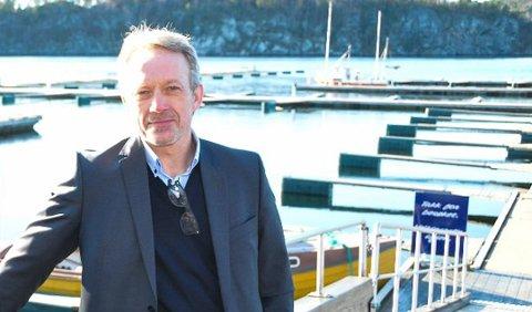 HENTER PENGER: Banksjef Jan Kleppe i Skagerrak Sparebank har gjennomført en vellykket emisjon slik at det blir noe avkortning for tegnerne.