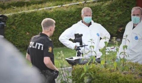 ETTERFORSKER: Kriminalteknikere foretar åstedsundersøkelser fredag kveld.