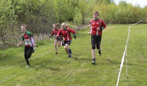 Hovedløpet: Åsmund Slokvik, Emma Engehult og Jakob Schia Løe deltar i hovedløpet. Synne Sandven (to fra venstre) er for ung.