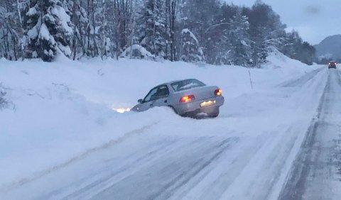 Denne bilen har havnet i grøfta på Molde-siden av Fursetfjellet.
