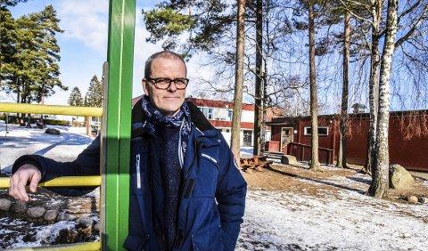 GRATIS SKOLE: Ap på Nøtterøy vil plukke vekk det som koster penger i skolens regi.  – En 100-lapp til klassekassa og eller en 50-lapp til kiosk kan virke lite, men det kommer på toppen av for eksempel utlegg til barnebursdag og andre aktiviteter. For noen familier blir det vanskelig, sier gruppeleder Jon Sanness Andersen. FOTO: Tone Finsrud
