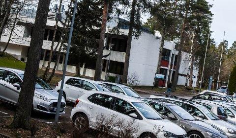 FORTSATT RØDT: Greveskogen videregående skole er en av skolene som fortsatt har tiltaksnivå på rødt.