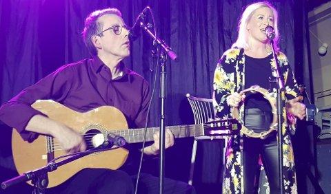 Unikt samarbeid: Mari Lorentzen Løvdal og Anders Christian Wroldsen gjorde en fantastisk konsert i rådhuset. Foto: Ole Jonas Kverndal