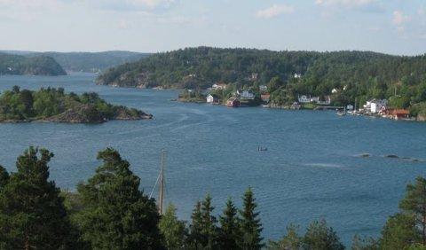 Eikelandsfjorden: Ni eiere av en eiendom på Eikeland ved Eikelandsfjorden ønsker seg en badebrygge.