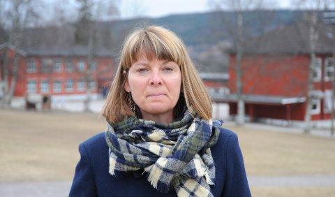 VANSKELIG SITUASJON: Enhetsleder Anette Juul Pedersen venter på signaler fra regjeringa om hvordan løse de økonomiske utfordringene for bygdas barnehager.