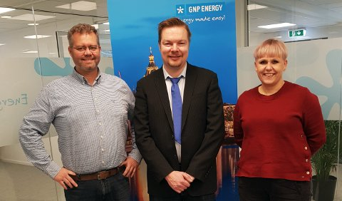 STYRKER SEG YTTERLIGERE: Fra venstre på bildet Kent Kvalvik, konsernsjef i GNP Energy, Kalle Nevala, adm.dir. i Vihreä älyEnergia og Sigrun Eggen, adm.dir. i GNP Energy