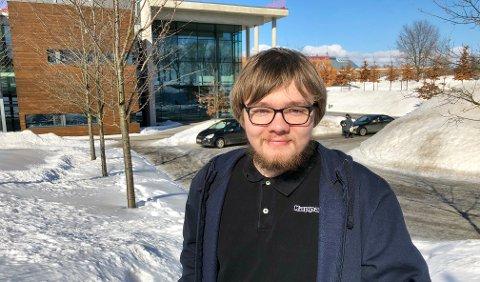 IKKE FORDI DE VIL: - Mange av studentene bruker ikke bil fordi de vil, men fordi de må, sier leder i campusstyret, William Håkestad.