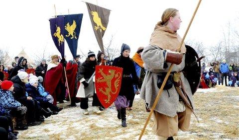 VINTERARRANGEMENT: – Her har folk på seg klær av ull, så frysing pleier ikke å være noe stort problem, selv om det foregår midt på vinteren, sier kultursjef Ida Johre.