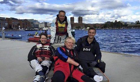 Øyvind Degnes i midten foran ønsker å styrke seilemiljøet på Steilene