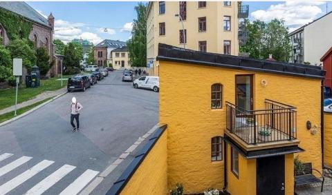 Bakgårdsbygget er en ombygget stall og er solgt for 3,1 millioner kroner.