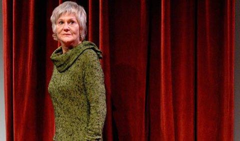 """Bente Børsum i forestillingen """"Min forestilling om mor""""."""