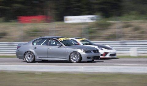 NUMMER 16: Daniel Jensen fra Risør kjørte i helgen i «Gatebil Extreme-serien» på Rudskogen.Foto: Christoffer Johansson