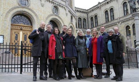 Tirsdag reiste representanter fra Bergen kommune, Hordaland fylkeskommune, Kultur Vest, Carte Blanche, BIT Teatergarasjen og Den Nationale Scene til Oslo og Stortinget for å møte Hordalands-benken om Sentralbadet.