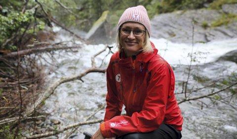 UT I NATUREN: Helene Ødven er daglig leder i Bergen og Hordaland turlag. Hun forteller at de har søkt kommunen om å utvide 7-fjellsturen med et tilbud til de aller minste. Dette fordi interessen blant familier og unge er svært stor. FOTO: BERGEN OG HORDALAND TURLAG