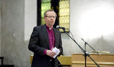 Biskop i Bjørgvin, Halvor Nordhaug, sier at han glad for at de ti største skolene i Bergen har valgt å fortsatte å ta med elevene på julegudstjeneste i kirken. ARKIVFOTO: Skjalg Ekeland