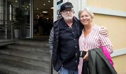 Anne Bonde og Ragnar Almén fra Tønsberg tok turen innom hovedpolet i sentrum for å få med seg rosévin. De forteller at man har drukket den lyse drikken med alkohol i lenge i Tønsberg.
