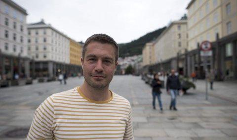 Lasse Gallefoss lanserer sin første bok, «Krigernes fred». Helt siden han var syv år har han visst at han vil bli forfatter.
